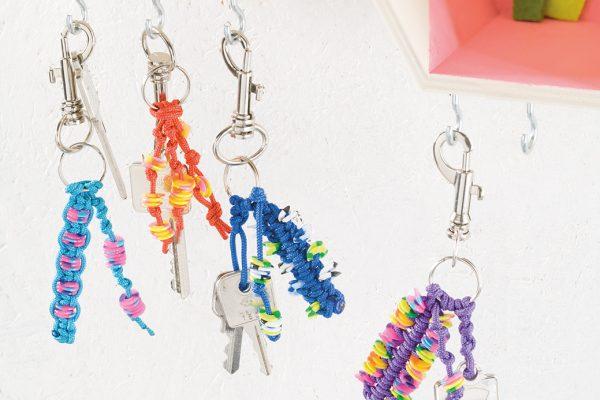 Paracord-Schlüsselanhänger mit flachen Nabbiperlen